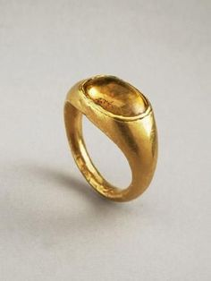 HELLENISTIC GOLD RING SET WITH A CITRINE CABOCHON:      DATE: 2nd Century BC ,1st Century BC:  CULTURE: Greek,Hellenistic Greek