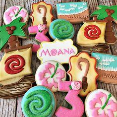 Moana cookies by rockchickcookies) on . Moana Birthday Party Theme, Moana Themed Party, Moana Party, Luau Birthday, 6th Birthday Parties, Moana Birthday Cakes, Birthday Ideas, Moana Cookies, Disney Cookies