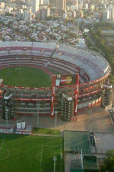 Estadio Antonio Vespucio Liberti conocido mundialmente como Estadio Monumental, es un estadio olímpico de propiedad del #ClubAtléticoRiverPlate. Se inauguró el 26 de mayo de 1938. En él juega River y la Selección #Argentina. Capacidad: 61.688