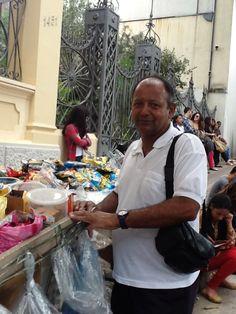 Há 15 anos trabalhando como Baleiro na porta do Campus Aimorés, Elias Lucindo Lemes, participa de mais um vestibular da Una.