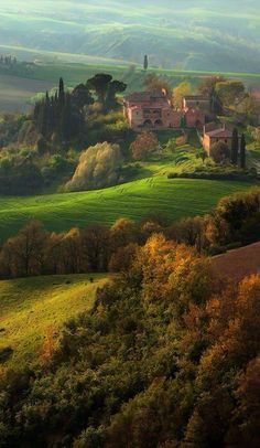 Val d' Orcia, Toscane, Italië, www.nl/italie (by david Wright) Places Around The World, Oh The Places You'll Go, Places To Travel, Places To Visit, Around The Worlds, Travel Destinations, Wonderful Places, Beautiful Places, Tuscany Italy