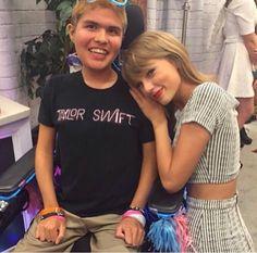 Taylor Swift with a fan in Loft 89' in Santa Clara 8/14/15