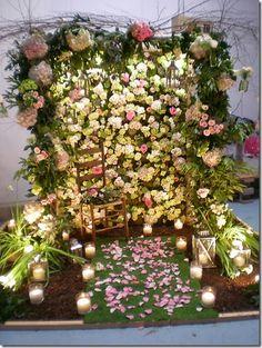 Mayesh Chandler Flower Wall