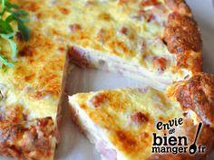 Quiche lorraine légère sans pâteQuiche lorraine sans pâte 30 cl lait - 3 œufs - 60 gr farine - 60 gr fromage râpé - 200 gr dés jambon - sel poivre Préchauffez four 210°. Battre les œufs avec le lait, ajoutez farine, sel, poivre et mélangez pour obtenir pâte homogène. Répartir jambon dans un moule, recouvrir du mélange œufs/lait et parsemez de râpé. Cuire 30 minutes env.