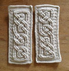 Suvi's Crochet: Book of Kells - Small Celtic Cables