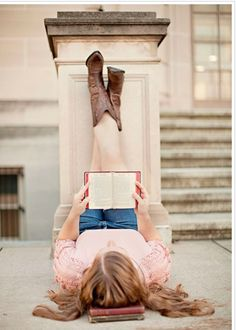 Not a fan of the legs on the wall. But love to bible and the angle! Picture Poses, Photo Poses, Picture Ideas, Photo Ideas, Grad Pics, Graduation Pictures, Senior Portraits Girl, Senior Pictures, Library Photo Shoot