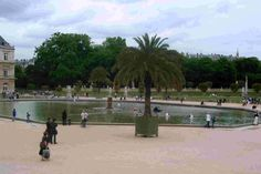 Jardin du Luxembourg, Paris, France, a day that will not be forgotten. Sailing boats around the Grand Basin. What fun!  Photo by: Lucky Little Travelers, a free online travel guide dedicated to family travel.