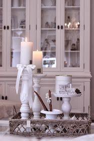 Heippa! Eilen innostuin laittamaan kotiin jo joitain talvisempia(jouluisia!) asetelmia. Pikku hiljaa porot, peutrat ja kynttilät hakee pa...