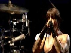 An awesome live performance of Don't forget me at a show in Slane Castle, Ireland. John Frusciante lays down his bad-ass guitar playing skills. The last 40 seconds of the song and his guitar solo is heart-wrenchingly beautiful    -------------------------------------------------------------------  This video is property of Red Hot Chili Peppers and Warner Bros. Records. This video is not being used to make money in any way and is for entertainment and leisure purposes on...