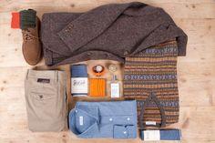 Blazer in Irish tweed sfoderato, Guichardaz; gilet con intarsi in lana, Guichardaz; camicia, Salvatore Piccolo; cravatta e fazzoletto, Hillside; pantalone in cotone, Incotex; scarpa scamosciata, Clarks; calze in lana, Guichardaz; profumo, Uermi; orologi, O'clock; portafoglio, Guichardaz.