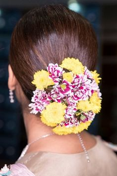 Jazz up any wedding outfit with multi-coloured and mixed flower hair look perfect for any wedding ceremony.   #Indianweddings #shaadisaga #indianbridalhairstyles #hairstyleswithflowers #intimatewedding #realflowers #uniquecolourlehenga #babybreaths #lowbun #exoticflowerhairstyle #carnations #mermaidbraid #purpleflowerhairstyle #daisies #jasmine Exotic Flowers, Real Flowers, Flowers In Hair, Purple Flowers, Indian Bridal Hairstyles, Bun Hairstyles, Mermaid Braid, Floral Hair, Types Of Flowers