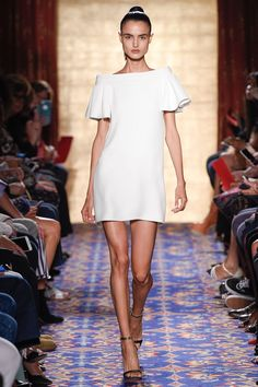 See all the Collection photos from Brandon Maxwell Spring/Summer 2017 Ready-To-Wear now on British Vogue Fashion Week 2016, Fashion 2017, Runway Fashion, Spring Fashion, High Fashion, Fashion Show, Fashion Dresses, Fashion Design, Daily Fashion
