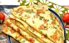 Pancakes with green onion Finger Food Appetizers, Finger Foods, Appetizer Recipes, Romanian Food, Pastry Shop, Green Onions, Sweet And Salty, Pancakes, Ale