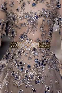 Yue Han for Elie Saab Haute Couture Couture Fashion, Runway Fashion, Couture Dresses, Fashion Dresses, Non Plus Ultra, Elie Saab Couture, Couture Details, Beautiful Gowns, The Dress