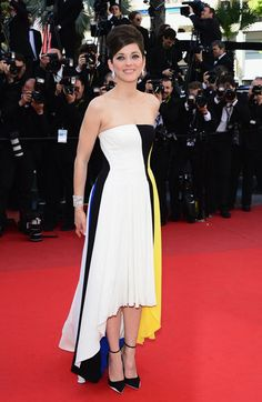 Marion Cotillard sported a new collection of Chopard jewels with her colorblocked strapless Dior gown. The asymmetrical hemline perfectly framed her delicate ankle strap heels at the Blood Ties premiere.