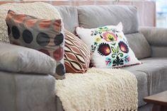 Jeito legal de usar manta no sofá