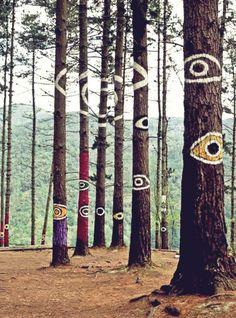 La forêt animée d'Oma - El Bosque de Oma -también conocido como Bosque Pintado- es una obra del pintor escultor Agustín Ibarrola, compuesta por 47 pinturas y situada en el Valle de Oma.