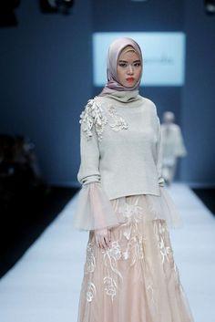 RIA.MIRANDASSDR Dress Brokat, Kebaya Dress, Modest Dresses, Simple Dresses, Cute Dresses, Abaya Fashion, Modest Fashion, Fashion Dresses, Kebaya Muslim