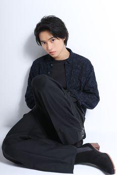 Gorgeous Men, Beautiful Boys, Pretty Boys, Cute Asian Guys, Asian Boys, Kento Nakajima, Kento Yamazaki, Pose Reference Photo, Japanese Boy