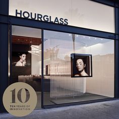 Hourglass unveiled its first retail store at 1351 Abbot Kinney Blvd, in Venice, California in 2014. The 1400-square-foot space features sleek, modern design and sophisticated visuals.