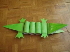 Toilet Paper Roll Crafts Make a crocodile out of toilet paper rolls!Make a crocodile out of toilet paper rolls! Kids Crafts, Cute Crafts, Toddler Crafts, Crafts To Do, Projects For Kids, Diy For Kids, Craft Projects, Toilet Roll Craft, Toilet Paper Roll Crafts