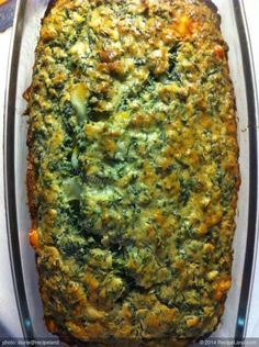 Spinach Bread (Bisquick): This tasty bread made with bisquik and mozzarella cheese tastes amazing plain or toasted. Spinach Bread, Spinach Casserole, Spinach And Cheese, Bisquick Bread Recipe, Bisquick Recipes, Spinach Dinner Recipes, Meatless Recipes, Vegan Recipes, Stove Top Meatloaf