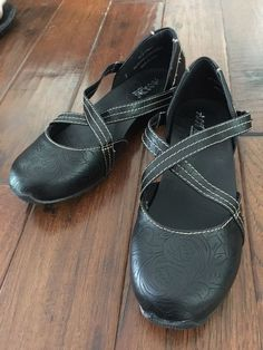 225fb48fa6e AXXIOM Mary Janes Criss Cross Strap WOMENS SHOE SIZE 7 M Black Sit Tight  NWOB