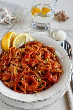 Garnélás tészta fűszeres paradicsomszósszal - Kifőztük, online gasztromagazin Pasta Noodles, Food 52, Ravioli, Shrimp, Seafood, Spaghetti, Curry, Food Porn, Food And Drink