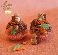 Cute litte sugar squirrels with acorn decoration for Cupcakes and Cakes / Kleine Zucker-Eichhörnchen mit Ahornblättern. Kava Dolce Collection by Günthart