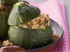 Rondini mit Bulgur und Hackfleisch gefüllt ist ein Rezept mit frischen Zutaten aus der Kategorie Blütengemüse. Probieren Sie dieses und weitere Rezepte von EAT SMARTER!