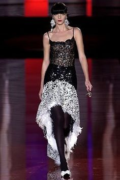 Valentino Fall 2003 Couture Fashion Show - Valentino Garavani, Mariacarla Boscono (Viva)