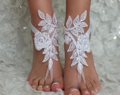 Crochet Barefoot sandals, Hand made of cotton, very delicate and comfortable. You have to have this beautiful foot jewelry. To send my items I using priority airmail. Barefoot Wedding, Beach Wedding Sandals, Beach Shoes, Bridesmaid Sandals, Bridesmaid Gifts, Bridesmaids, Bridal Accessories, Bridal Jewelry, Crochet Barefoot Sandals
