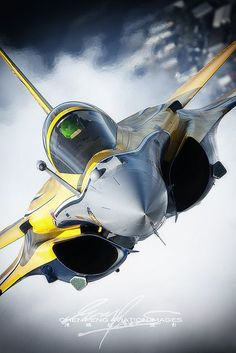 Avión de combate Rafale, this Rafale was the effective type of warplane that dropped Exocet missiles that sunk British warships during the Falklands conflict Military Jets, Military Weapons, Military Aircraft, Air Fighter, Fighter Jets, Avion Cargo, Rafale Dassault, Image Avion, Space Travel