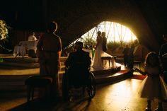 Que luz más linda nos tocó en la ceremonia de Nicole y Pablo. Capilla Verbo Divino / Los Angeles / Chile #wedding #weddingphotography #weddingphotographer #matrimonio #boda #luz #weddinglight #verbodivino #capillaverbodivino #losangeles