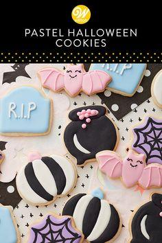 Halloween Cookie Cutters, Halloween Cookies Decorated, Halloween Sugar Cookies, Halloween Food For Party, Halloween Desserts, Halloween Treats, Biscuit Decoration, Halloween Biscuits, Pasteles Halloween
