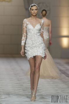 Pronovias 2015 collection - Bridal - http://www.flip-zone.net/fashion/bridal/bridal/pronovias-4739