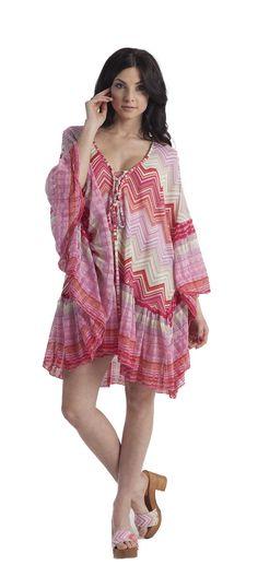 Caftano a balze in maglia rachel jacquard di cotone a disegno geometrico con giochi patchwork, inserti in lurex e laccetti per regolarne la scollatura