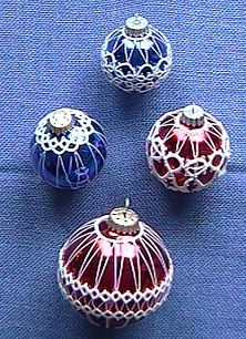 Tatting Patterns for Christmas Balls Christmas Projects, Christmas Crafts, Christmas Decorations, Christmas Ornaments, Christmas Ideas, Shuttle Tatting Patterns, Needle Tatting Patterns, Christmas Balls, Christmas Time