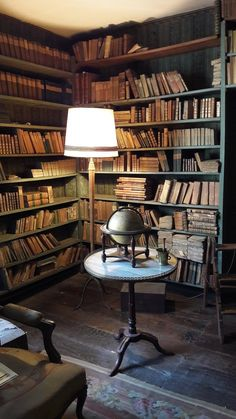 Stunning 200 Year Old Library Discovered For The First Time Library Study Room, Library Bedroom, Dream Library, Vintage Library, Vintage Books, Beautiful Library, Interior Architecture, Interior Design, Old Libraries