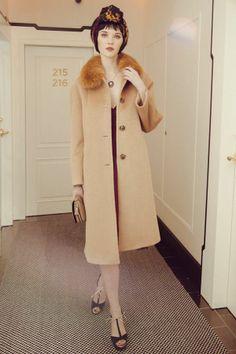 Abrigo de paño y pelo de zorro de #Antea. y pañuelo estampado a modo de turbante Ralph Lauren  @El Corte Inglés