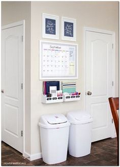 10 DIY Small First Apartment Decorating Ideas 10 DIY Small First Apartment Decorating Ideas The post 10 DIY Small First Apartment Decorating Ideas appeared first on Wohnung ideen. Easy Home Decor, Cheap Home Decor, Diy On A Budget Home Decor, Kitchen Ideas On A Budget, House Ideas On A Budget, Budget Book, Command Center Kitchen, Command Centers, Family Command Center