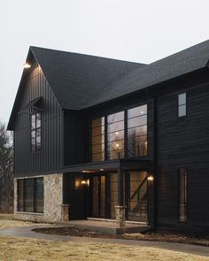 When exploring various farmhouse exterior ideas, it is necessary to remember there are different stages with a residence exterior transformation. zu Trendy Farmhouse Exterior Home Design Ideas PinSie können me Metal Building Homes, Metal Homes, Building A House, Black Building, Architecture Renovation, Casas The Sims 4, Charred Wood, Modern Farmhouse Exterior, Farmhouse Decor
