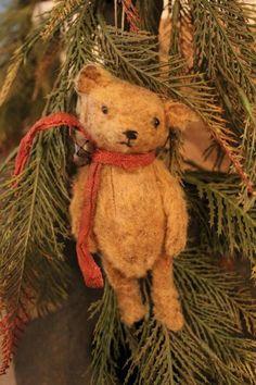 Primitive Folk Art Patterns by Dru Ann Jeffries by CinnamonCreekFolkArt Christmas Teddy Bear, Primitive Christmas, Country Christmas, Vintage Christmas, Old Teddy Bears, Vintage Teddy Bears, Tiny Teddies, Love Bear, Bear Doll