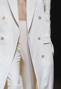 Maison Martin Margiela All White Outfit, White Outfits, Runway Fashion, Spring Fashion, All White Party, Shades Of Beige, Boyish, Fashion Books, Backstage