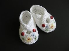 Crochet Patterns Ravelry Crochet Baby Booties Lovely Booties by CrackerjackKnits on Ravelry… Crochet Baby Shoes, Crochet Baby Booties, Crochet Slippers, Cute Crochet, Knitting For Kids, Crochet For Kids, Baby Knitting, Ravelry Crochet, Baby Slippers