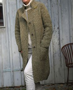 The Polar Coat is worked seamlessly from top down. It has a classic shape with a blazer collar, raglan shaped sleeves, slit pockets and three buttons in the front band.   The coat is worked in stockinette stitch, all the bands in K1, P1 ribbing. The bags are worked into parallel with the front parts. For the casual fit, the back is worked slightly longer.