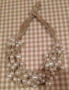 Artista Monica Bonaventura. Collana con spago riciclato con perle recuperate da altre collane