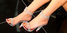 Zapatos de diamantes y oro.