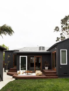These Stunning Black House Exterior for The Look of House Looks Ghotic will help you create that perfect black house. A black house exterior will definitely give your house that perfect touch of style and boldness. Black House Exterior, Exterior Paint Colors For House, Paint Colors For Home, Modern Exterior, Exterior Design, Paint Colours, Exterior Colors, Wall Exterior, Interior Modern