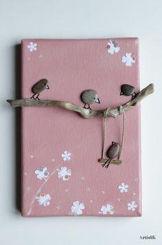 Tableau galets oiseaux bois flotté fond rose saumon dessin humoristique petit format chambre enfant